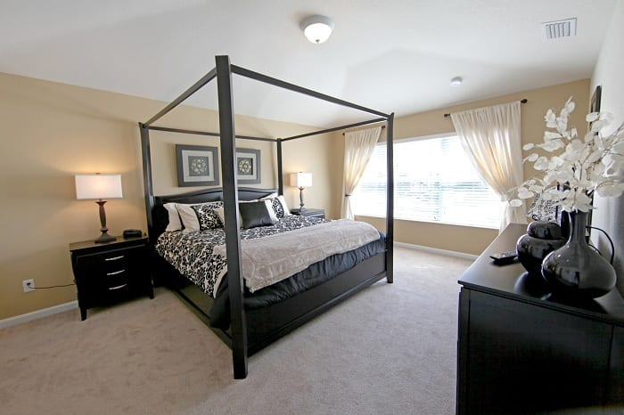 Few things evoke as much presence in the bedroom as a stylish four-poster bed.