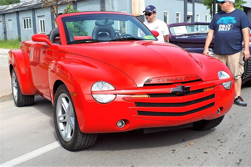 The Chevy SSR's biggest drawback was its price. The 390 hp 390-hp model SSR commanded a $43,000 price tag. Chevrolet offered a variety of add-ons, which could then jack the price up to around $50,000.